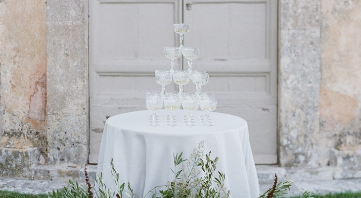 champagne tower in Toscana